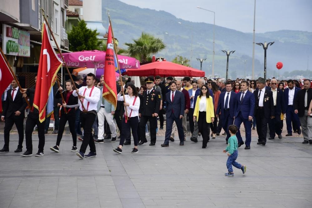 Yakakent'te 19 Mayıs Atatürk'ü Anma, Gençlik ve Spor Bayramı Coşkuyla Kutlandı