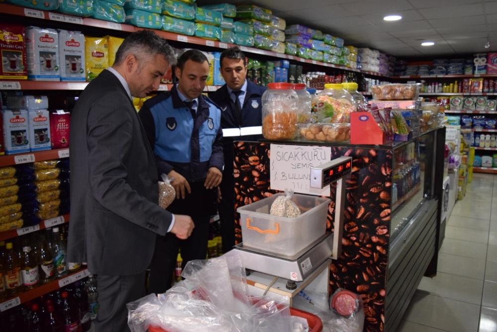 Yakakent Belediyesi Zabıta Amirliği, Rafları İnceledi