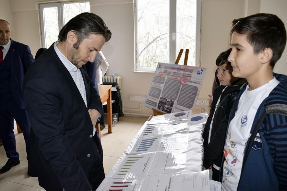 Yakakent İmam Hatip Ortaokulunda 4006 TÜBİTAK Bilim Fuarı Düzenlendi