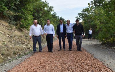 Yassıdağ grup yolu astar çalışmasının ardından 1. Kat satıh kaplama asfalt çalışmaları başladı.