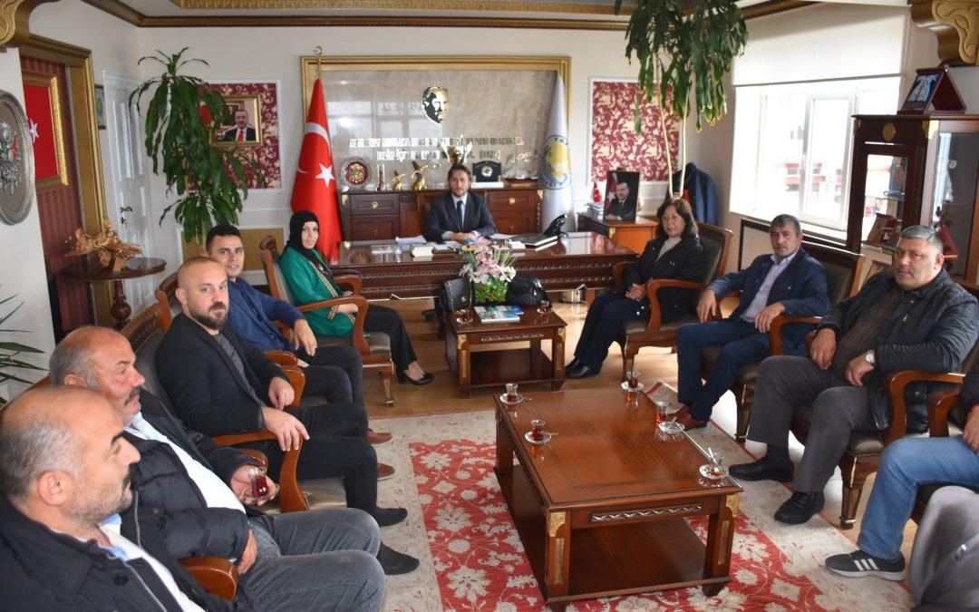 AK Parti Yakakent İlçe Başkanı Saliha Korkmaz ve Yönetim Kurulu üyeleri, Belediye Başkanımız Hüseyin Kıyma'yı makamında ziyaret etti.