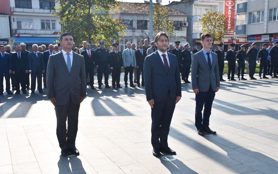 İlçemizde 29 Ekim Cumhuriyet Bayramı Çelenk Sunma Töreni Yapıldı.