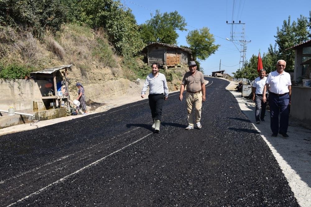 Kayalı Mahallesi Merkeze Satıh Kaplama Asfalt İçin Astar Çalışması Yapıldı