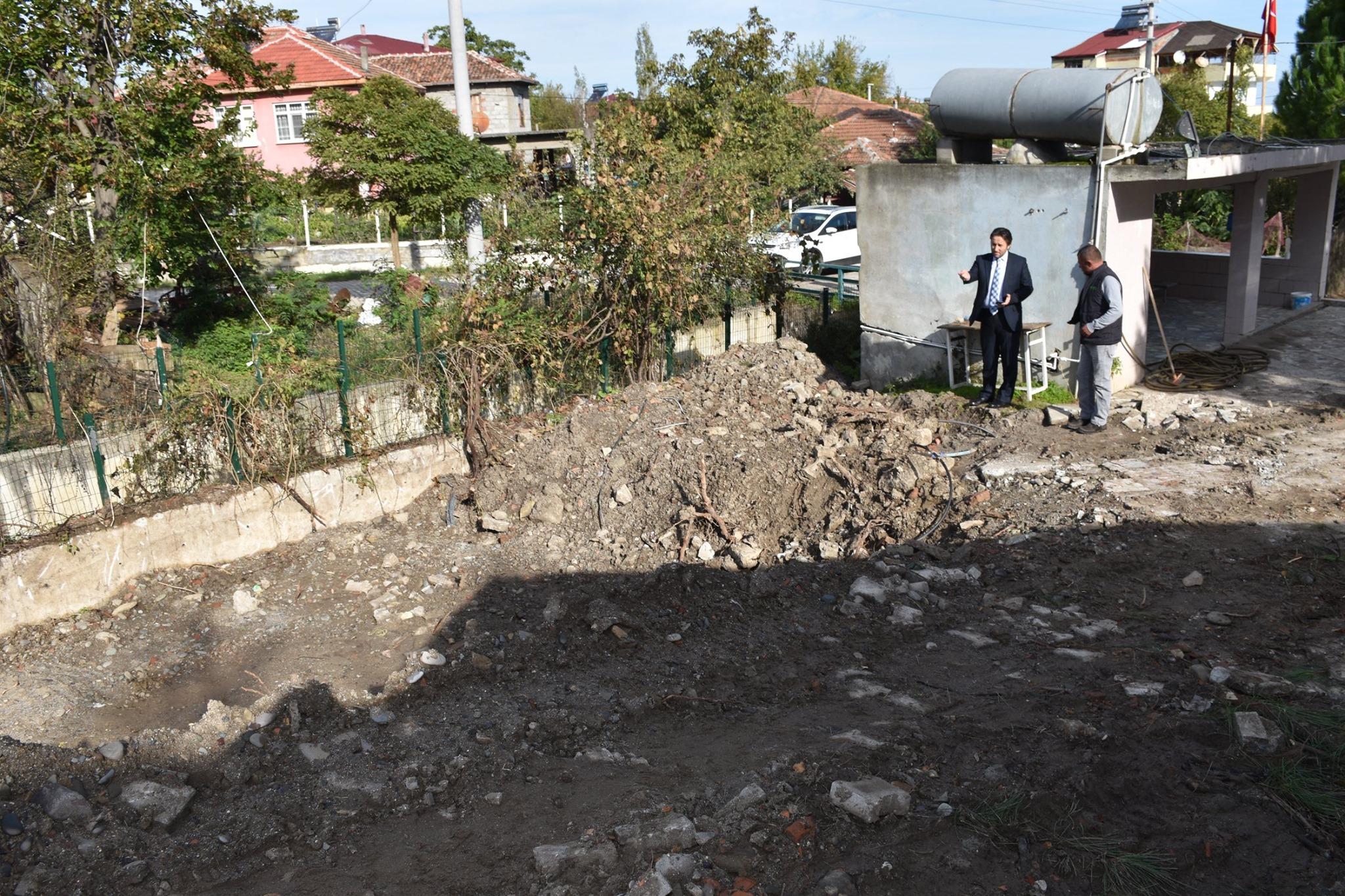 Kozköy Mahallesi Merkez Camiinde Lavabo, Şadırvan ve Çevre Düzenleme Çalışmaları Devam Ediyor.