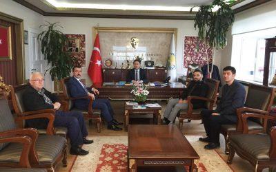 TKDK Samsun İl Koordinatörü Bülent Turan ve TKDK Uzmanı Orhan Kılıç Yakakent Belediye Başkanı Hüseyin Kıyma'yı makamında ziyaret etti.