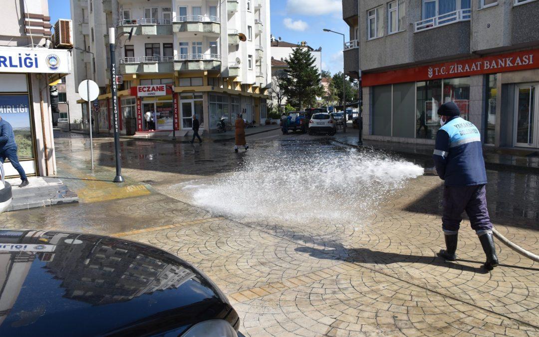 İlçemiz Sokak ve Caddelerinde Dezenfaktasyon ve Temizlik Çalışmaları Aralıksız Devam Ediyor.