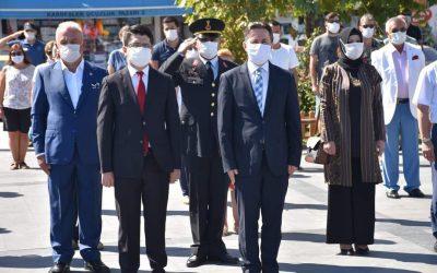 30 Ağustos Zafer Bayramı'nın 98'inci yıl dönümü münasebetiyle Cumhuriyet Meydanında çelenk sunma töreni gerçekleştirildi.
