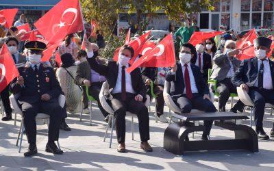 Cumhuriyetimizin 97. Yıl kutlama törenleri Yakakent Cumhuriyet Meydanı'nda yapılan programla coşkuyla kutlandı.