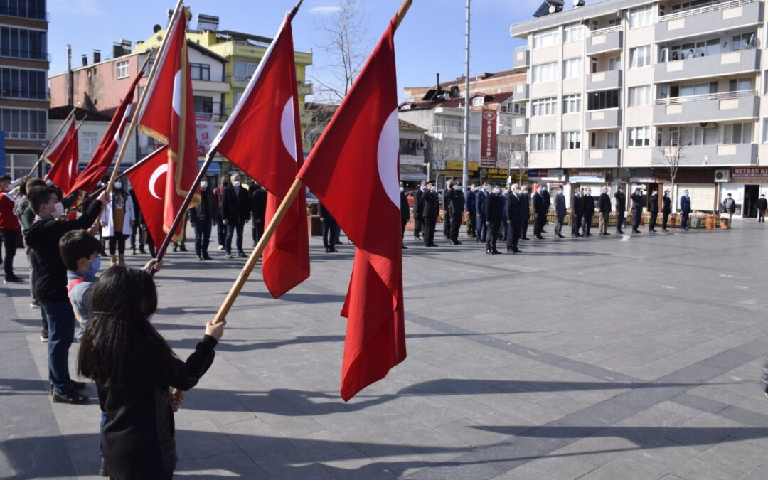 18 Mart Çanakkale Zaferi ve Şehitleri Anma günü kapsamında, Cumhuriyet Meydanı Atatürk Anıtı'na çelenk sunma töreni gerçekleştirildi.