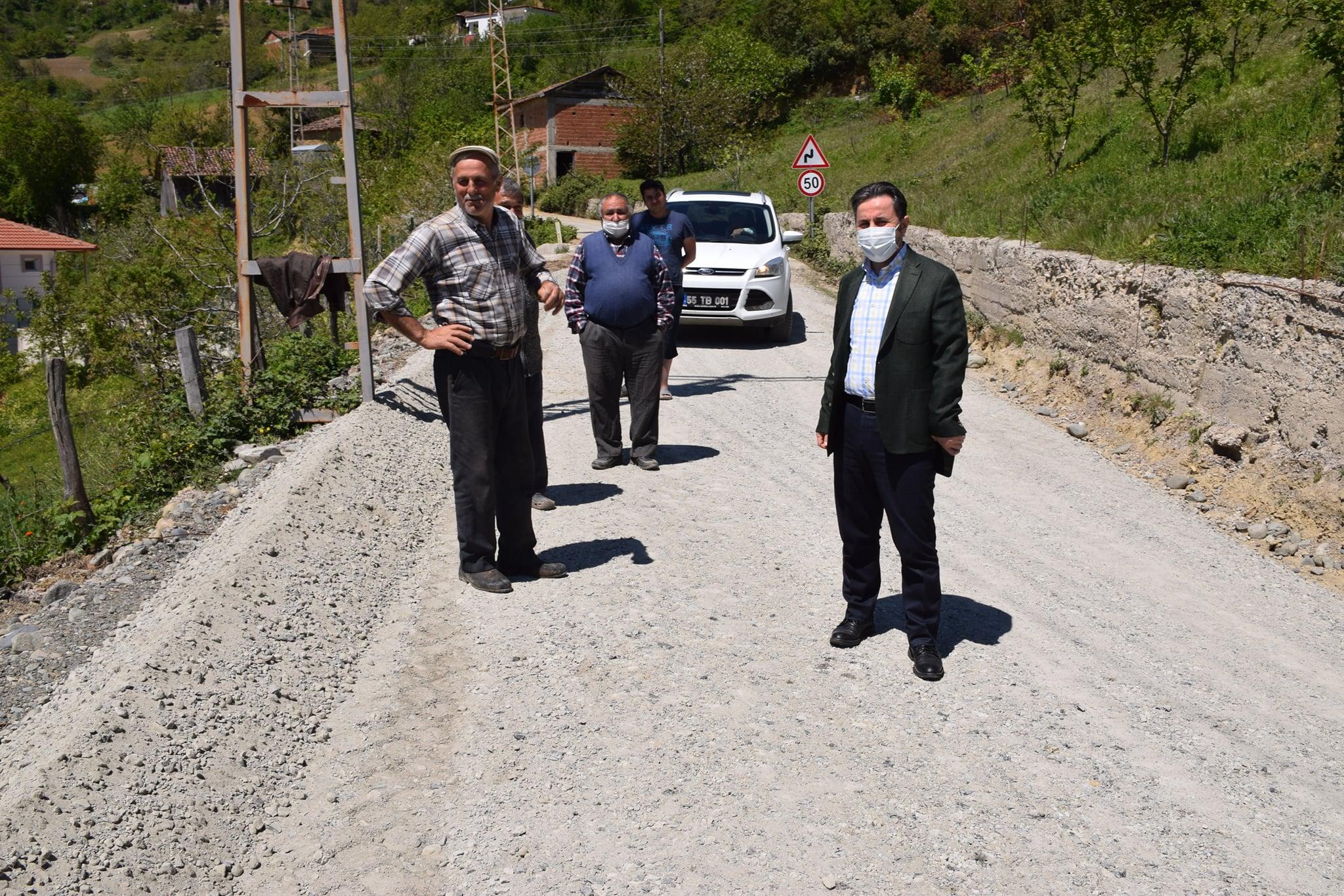 Yeşilköy Yassıdağ Hatip mahallemizin yollarında, yol genişletme ve sathi kaplama asfalt tabanı hazırlık çalışmalarımız devam ediyor.
