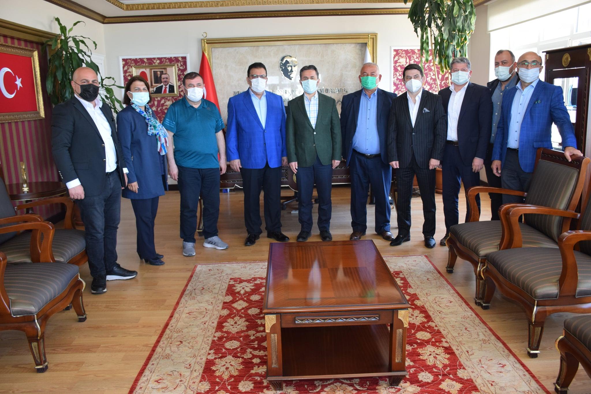 SAMKON Genel Başkanı Hasan Kaya Aşcı ve Yönetim Kurulu üyeleri, Belediye Başkanımız Hüseyin Kıyma'yı makamında ziyaret ettiler.