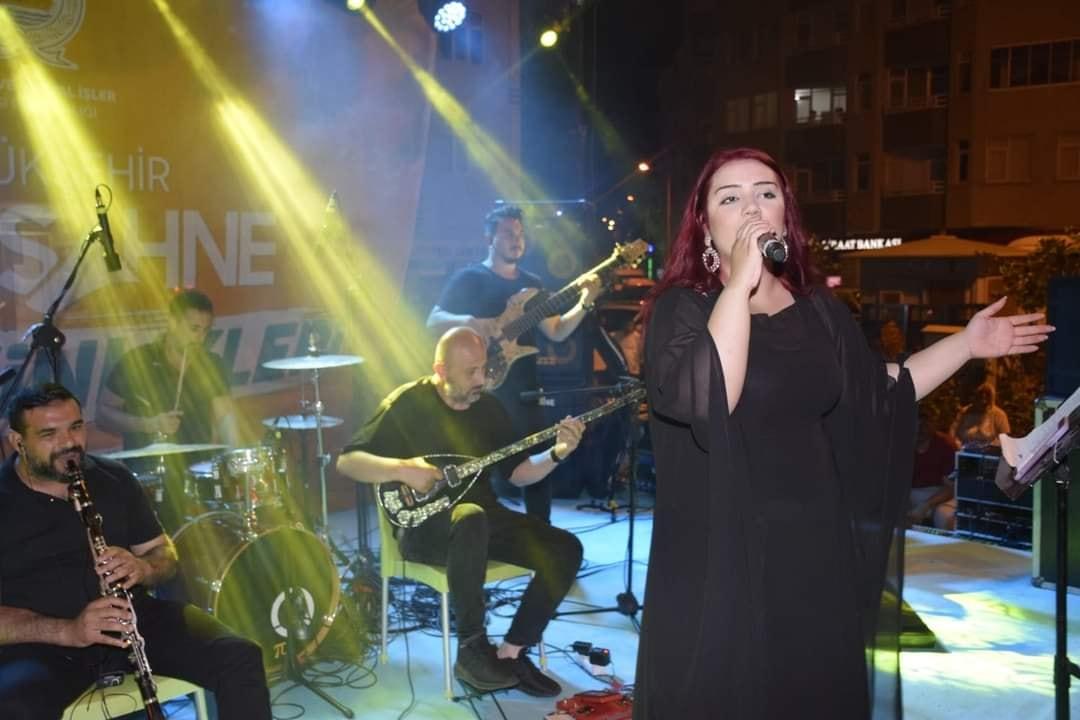 Samsun Büyükşehir Belediyesi ve Yakakent Belediyesi'nin ortaklaşa koordine ettiği Açık Hava Konserini coşkulu bir şekilde gerçekleştirdik.