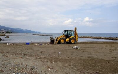 Sahil Bandında Oluşan Çöp Yığınları Temizleniyor