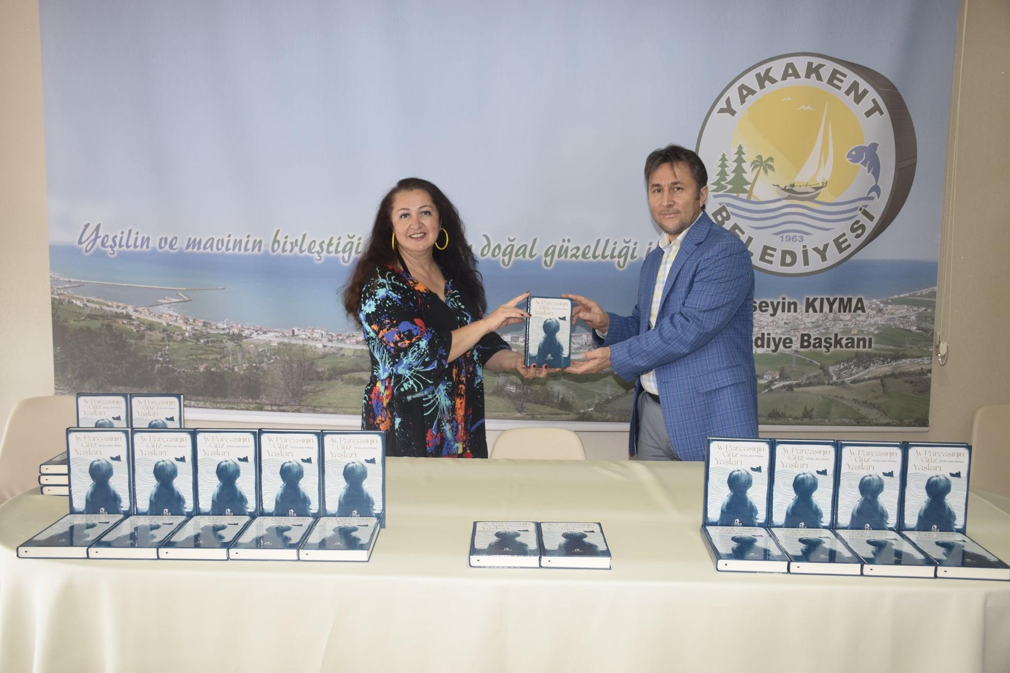 """Yazar Elif Ebru Batı Wibrew'in Kaleme Aldığı """"Ay Parçasının Güz Yaşları"""" Kitabı İçin İmza Günü Düzenledi."""