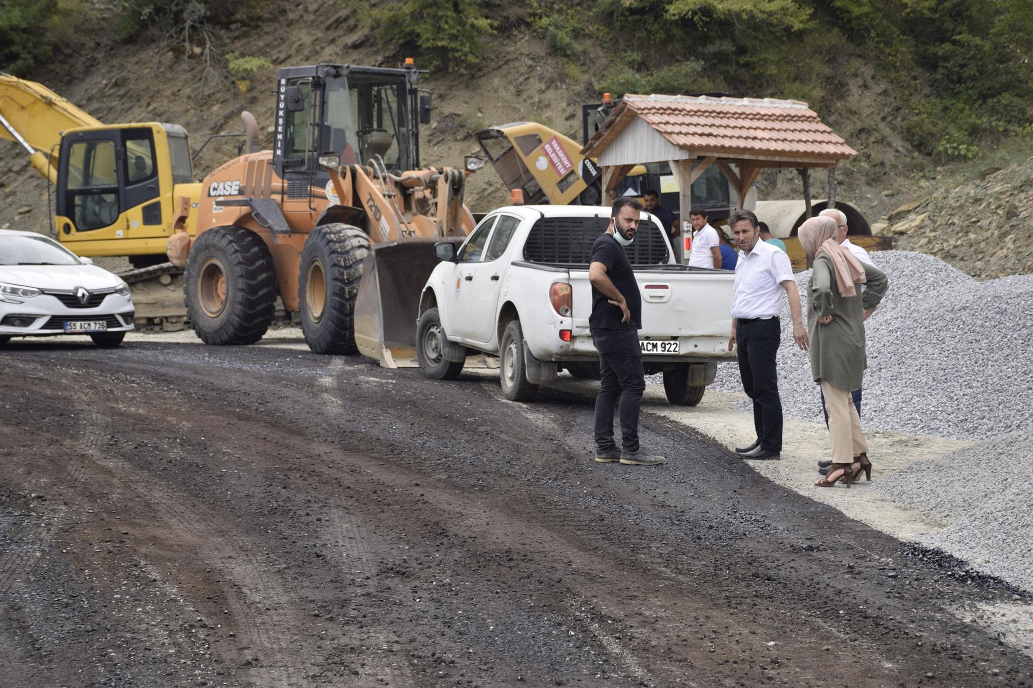 Kayalı Mutaflı Grup Yolunda Sahti Asfalt Çalışmaları Devam Ediyor