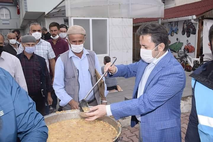 Belediyemiz tarafından Muharrem ayı dolayısıyla Cuma namazı sonrası vatandaşlarımıza aşure dağıtıldı.